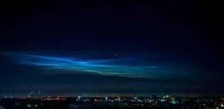 man-made noctilucent clouds, man-made clouds, man-made noctilucent clouds florida august 2014, noctilucent clouds orlando florida august 2014, rocket launch creates noctilucent clouds over florida august 2014, man-made noctilucent clouds over florida after rocket launch, rocket launch preoduces noctilucent clouds over Orlando Florida august 2 2014, man-made noctilucent clouds orlando august 5 2014, These man-made noctilucent clouds were photographed over Orlando (Florida) just after a rocket Launch. Photo: Mike Bartils