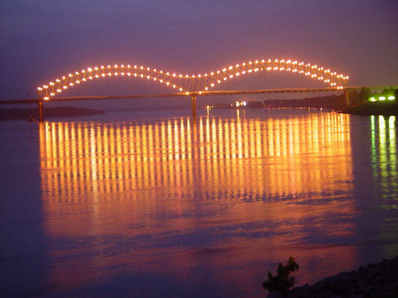 memphis, memphis photo, mississippi river in downtown memphis, mysterious sounds in mississippi, memphis Tennessee, Memphis, TN : Bridge over Mississippi River in downtown Memphis. Photo: Fishnlawyr