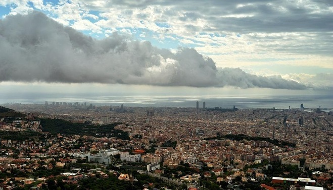 roll cloud barcelona, Corró de núvols des de Collserola, Photo of the roll cloud over Barcelona from Collserola. Photo: Alfons Pu