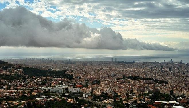 roll cloud barcelona, Corró de núvols des de Collserola, Photo of the roll cloud over Barcelona from Collserola. Photo: Alfons Pu
