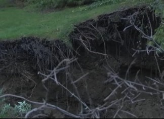 sinkhole Indiana, indiana sinkhole, Sinkhole problem in NW Indiana divided among 3 cities sinkhole indiana 3 cities, sinkhole problem indiana, Giant Sinkhole Consumes Indiana Couple's Backyard, Giant Sinkhole Consumes Indiana Couple's Backyard after heavy rain on 25 août 2014. Photo: Youtube video