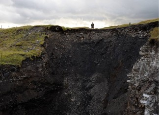 sinkhole, sinkhole pennines, sinkhole cowshill, terrifying sinkhole cowshill pennines, pennines sinkhole photo, cowshill sinkhole photo, A giant sinkhole has opened up overnight in Cowshill and is still growing.