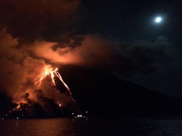 stromboli, stromboli eruption, stromboli eruption august 2014 video and photo, stromboli eruption 2014, stromboli volcano eruption august 2014, stromboli eruption august 2014, stromboli eruption august 2014 photo, photo of erupting stromboli volcano, stromboli volcano eruption lava flow, stromboli eruption august 2014 video, eerie video of stromboli eruption, amazing photo stromboli eruption august 2014