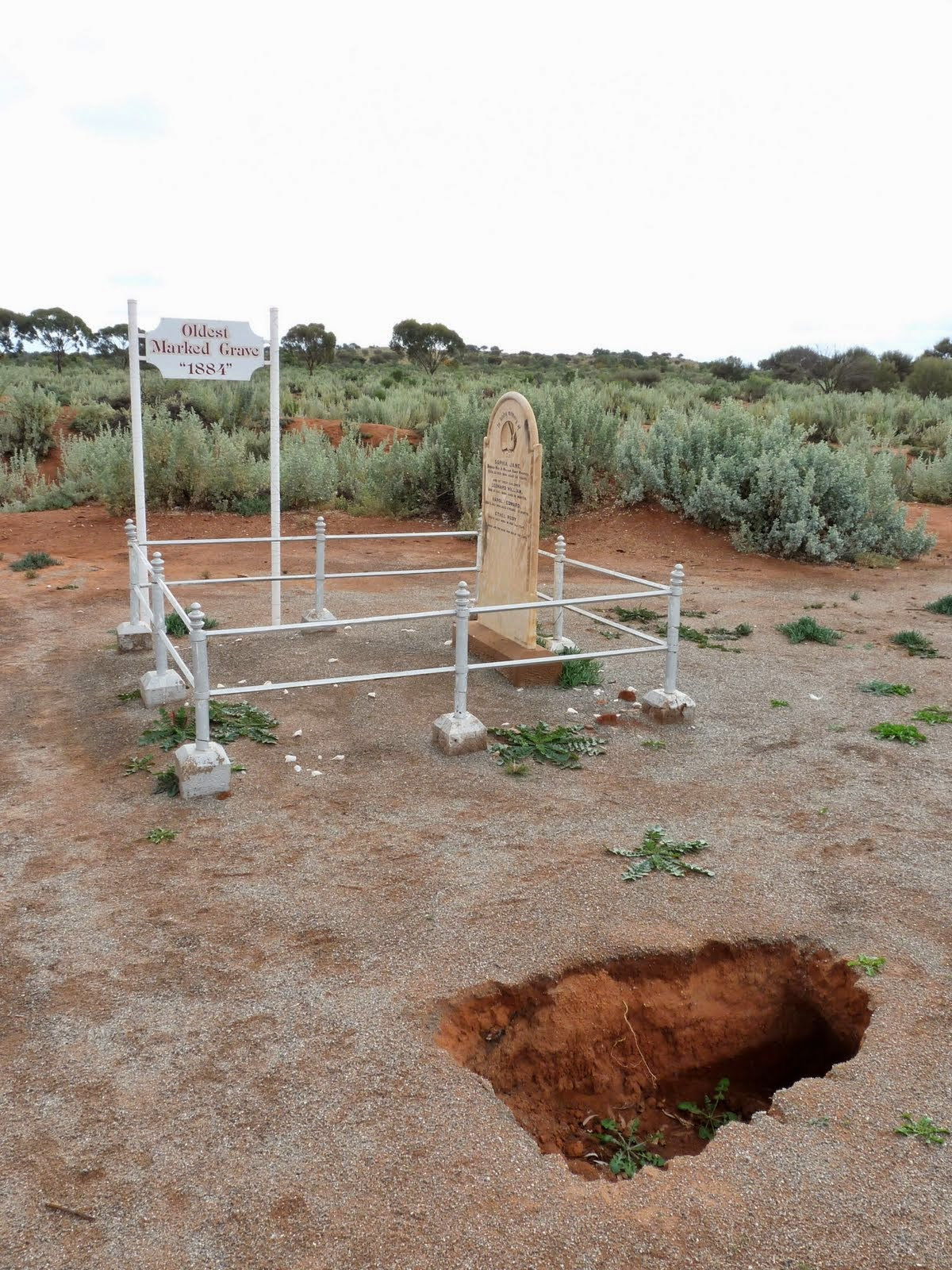 sunken graves, sinkhole under graves, sinkhole grave, grave sinkhole, sunken graves mexico, The sould of this body has escaped that sunken grave in Missouri, Cave-ins under sinkhole in Gravesend. A portal to another world?, This Dunedin cemetery looks creepy with its sunken graves, Look an underground portal to the zombie world!