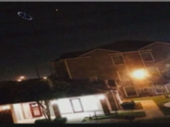 ufo houston, ufo houston photo, us ufo august 2014, strange lights houston august 2014, houston hovering lights august 2014, weird lights over houston august 2014, strange lights float over Houston august 2014, This strange circular light formation was photographed over Houston last Monday evening. Photo: Twitter