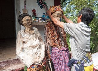 toraja ancient ritual, toraja zombie, toraja death ritual, MaiNene, The Ceremony of Cleaning Corpses, Toraja, MaiNene - The Ceremony of Cleaning Corpses - Toraja, Torajas love their deads... And on one day they even dig them up for a zombie parade.