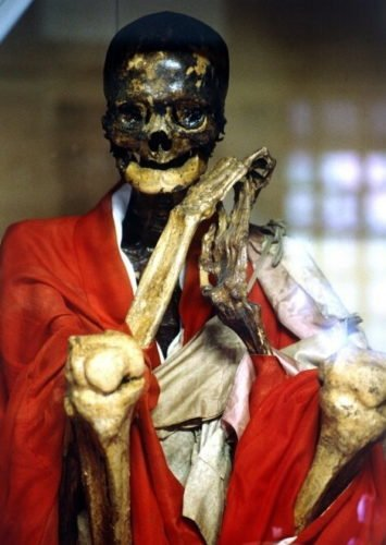 The few monks who succeeded self-mummification achieved Buddha status and were enshrined at temples, Self-mummified monks, living mummies, sokushinbutsu, japanese Self-mummified monks, japanese living mummies, sokushinbutsu, Self-mummified monks - living mummies - sokushinbutsu, buddhist monk in quest for nirvana, The so called living mummies are Japanese buddhist monks mummifying themselves in quest for nirvana., The quest to nirvana (self-mummification) was unsure and full of suffering!, strange tradition, buddhist monks, nirvana, self mummification, living mummies, japa living monks, bouddhism nirvana