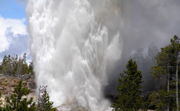 Steamboat geyser eruption, yellowstone geyser eruption september 2014, strange geyser eruption yellowstone september 2014, unexpected geyser eruption yellowstone september 2014, steamboat geyser, steamboat: largest geyser in the world, world's largest geyser steamboat, largest geyser yellowstone, Steamboat geyser eruption: The world's tallest geyser erupted unexpectedly in Yellowstone. Photo: Yellowstonepark.com