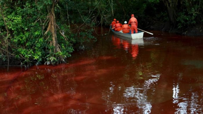blood red river, blood red river mexico, blood red hondo river, blood red hondo river photo, photo of blood red hondo river, blood red hondo river mexico, The Mexican Hondo river has turned blood red after a crude oil spill. Photo: AP, Environmenatl workers are working to clean up the spill. Photo: AP