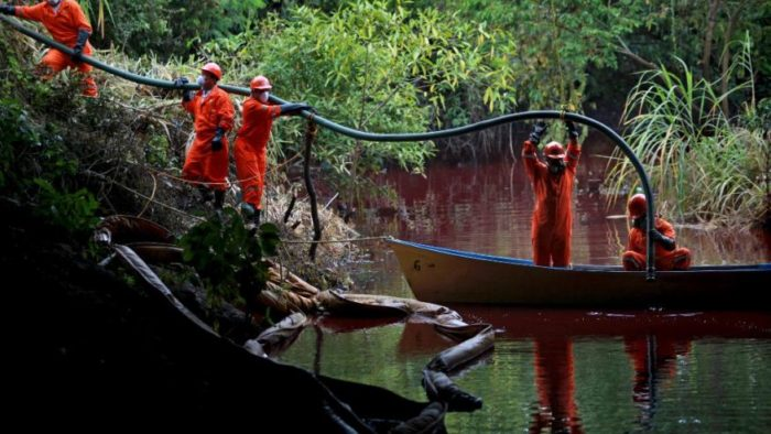 blood red river, Blood red river in Mexico after oil spill, blood red river mexico, blood red hondo river, blood red hondo river photo, photo of blood red hondo river, blood red hondo river mexico, The Mexican Hondo river has turned blood red after a crude oil spill. Photo: AP, Environmenatl workers are working to clean up the spill. Photo: AP, I find it weird that Mexican officials do not try to do anaything against these oil thieves! Photo: AP