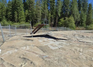 Exfoliation, Exfoliation video, Exfoliation sierra nevada california, geology drama: Exfoliation in Sierry nevada, exfoliation Twain Harte dam, Ongoing Exfoliation Event at Twain Harte Lake in the Sierra Nevada produceloud booms. Photo: Geotripper