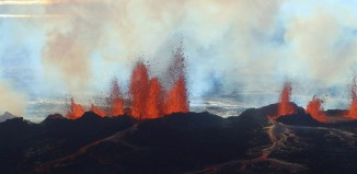 Bardarbunga eruption, iceland Bardarbunga volcano eruption, Bardarbunga lava eruption video, video of Bardarbunga volcano, aerial video of Bardarbunga eruption september 2014, iceland volcano lava eruption, This photo is from the new New footage (01.09.14) of the eruption north of Bárðarbunga in Holuhraun. Youtube video: Ragnar Eldon Haraldsson and Skarphéðinn Snorrason, Lava Gushes From Iceland Volcano