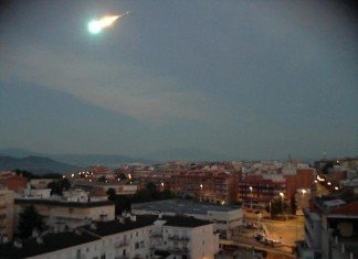 meteor barcelona spain, fireball barcelona spain, fireball over spain september 2014, september 7 2014 fireball spain, fireball spain september 7 2014, An amazing fireball lit up the sky over Spain and was observed among other cities from Barcelona on September 7 2014. Photo: Twitter