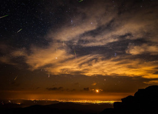 meteor colorado, meteor colorado september 2014, latest meteor report september 2014, meteor over colorado september 2014, large meteor fly over colorado september 2014, meteor denver colorado, An image of a meteor shower over Denver in Colorado. Not the actual fireball of yesterday. Photo: IMGUR