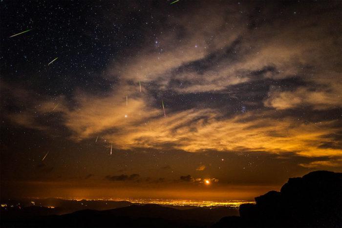 meteor colorado, meteor colorado september 2014, latest meteor report september 2014, meteor over colorado september 2014, large meteor fly over colorado september 2014, meteor denver colorado, An image of a meteor shower over Denver in Colorado. Not the actual fireball of yesterday. Photo: IMGUR, fireball, meteor, report 2014, sky on fire, video
