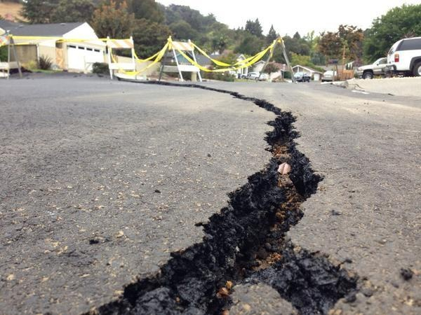 napa quake, napa earhquake, water after napa quake, re-birth of streams after napa quake, napa quake releases water trapped underground, napa quake vs northern california drought, Fissures and cracks produced by the Napa quake have released groundwater which now fills up streams and lakes. Amazing!