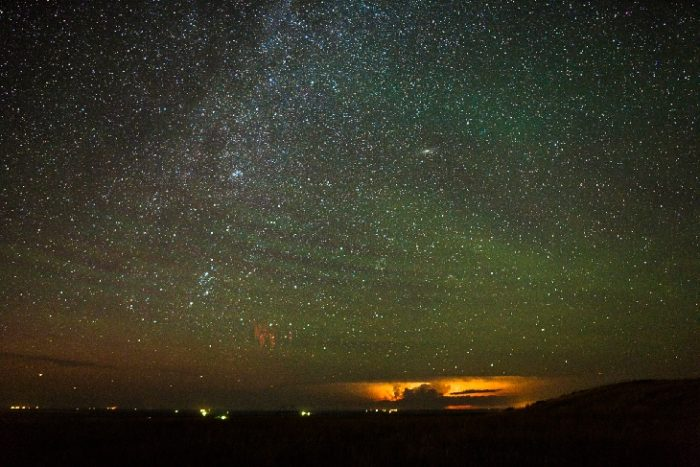 Red sprites, green gravitiy waves and airflow space phenomena all in one., The red sprites are fading away.