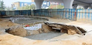 sinkhole apocalypse, sinkhole zhengzhou, 15 sinkholes zhengzhou, sinkhole apocalypse Zhengzhou, 15 sinkholes already found within half a year along new Zhengzhou road, West Third Ring Road in Zhengzhou sinkhole, sinkhole apocalypse West Third Ring Road in Zhengzhou