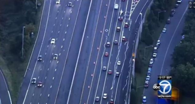 wiggly road lines, bad lane striping causing confusion on I-66, road line peel off, road lines dizzy, strange road phenomenon, weird things on road, Wiggly road lines on I-66 confused many motorists during morning rush hour in Virginia,