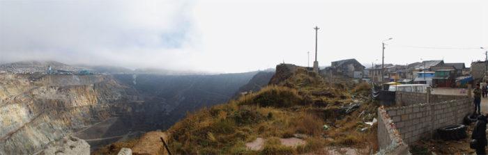 Cerro de Pasco sinkhole, Cerro de Pasco giant pit, Cerro de Pasco sinkhole mine pit, Cerro de Pasco is being swallowed by giant pit, giant pit swallows city in Peru, highest city in peru swallowed by sinkhole, giant sinkhole swallows city in Peru