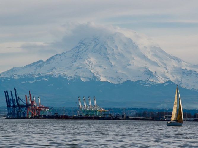 Mount Rainier, Mount Rainier Volcano, Mount Rainier ontake eruption, ontake eruption in us, Where a Volcano Eruption Like Japan's Mount Ontake Is Mostly Likely in the US, dangerous mont rainier, Mount Rainier Volcano in front of the Port of Tacoma.