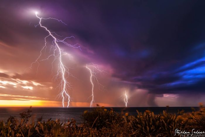 Spectacular Lightning Storm Strikes Adelaide in Southern Australia on October 26 2014 Adelaide-lightning-storm-australia-october-2014-Christies-Beach-SA
