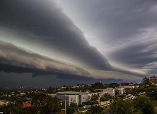 Stunning shelf cloud in Sydney. Photo by Nicholas Moir, storm sydney october 2014, storm sydney october 2014 photo, apocalyptic storm cloud sydney, apocalyptic storm cloud sydney photo, picture of apocalyptic storm cloud sydney october 2014, october 13 2014 storm sydney, apocalyptic cloud sydney october 2014 photo, terrifying cloud engulfs sydney photo, photo of storm clouds engulfing sydney october 2014