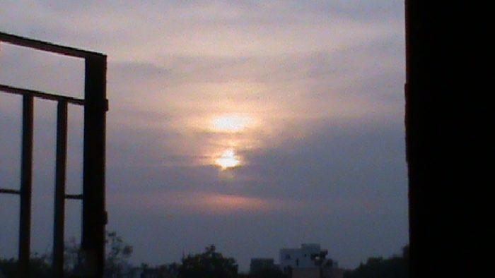 Incroyable image de phénomène de ciel: Double soleil capturé en Inde le 30 Octobre 2014, le double soleil, image double de soleil 2014, photo à double Inde de soleil 2014, doubles Sun Pictures, doubles des photos du soleil, double Inde de soleil, double soleil inde octobre 2014, double soleil photo, coucher de soleil mirages, coucher de soleil photo de mirage, double soleil d'octobre 2014 en Inde