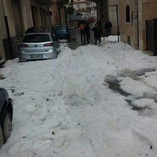 """Pretty much a weather anomaly, no?, Cars are covered by ail after storms in Puglia., hail storm, hail storm italy, hail storm puglia, hail storm apocalypse pugliy italy, Hail apocalypse in Brindisio (Fasano) on October 7 2014!, Maltempo nel Brindisino (Fasano), Maltempo, la """"coda"""" del ciclone colpisce la Puglia: forti temporali, grandinate eccezionali"""