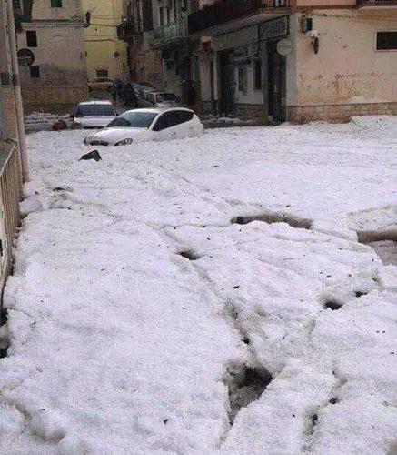 """Cars are covered by ail after storms in Puglia., hail storm, hail storm italy, hail storm puglia, hail storm apocalypse pugliy italy, Hail apocalypse in Brindisio (Fasano) on October 7 2014!, Maltempo nel Brindisino (Fasano), Maltempo, la """"coda"""" del ciclone colpisce la Puglia: forti temporali, grandinate eccezionali"""