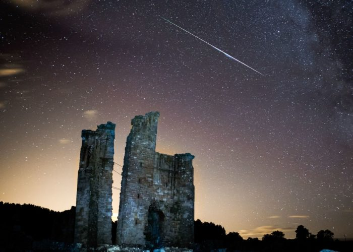 meteor, fireball, meteor fireball, meteor BC, ufo sightings BC, UFO sightings Canada, space debris BC Canada, A meteor is a fast piece of space rock disintegrating in our atmosphere. Photo: Rex
