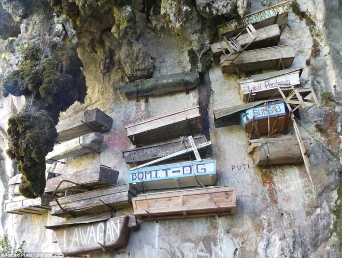 Hanging Coffins, Hanging Coffins philippines, Hanging Coffins of Sagada, mysterious Hanging Coffins of Sagada, ancient rituals: Hanging Coffins, Hanging Coffins burial site, strange burial sites, strange graveyard, weird graveyard photo, strange hanging coffin site in Philippines, Hanging Coffins photo, Hanging Coffins philippines photo, Hanging Coffins of Sagada photo, mysterious Hanging Coffins of Sagada photo
