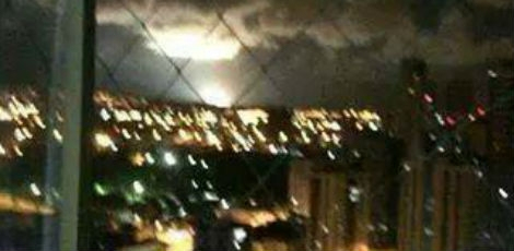 mysterious light in the sky of recife, mysterious light recife, strange light recife sky, strange light in the sky of brazil, brazil strange glowing light, mysterious light, What is this mysterious light in the sky of Recife? A meteor or a transformer explosion?