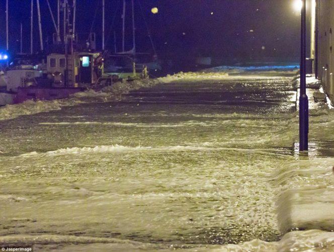 Sea foam, Sea foam news, Sea foam moray, Sea foam britain, Sea foam october 2014, Sea foam covers streets in in Lossiemouth, Moray, Foamy surface water in the streets of Lossiemouth, Moray blocked roads and traffic.