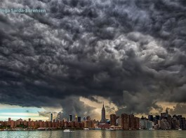 Strange and menacing clouds swallow the buildings on New York on September 30, 2014. Photo: Twitter