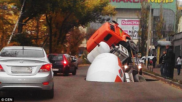 cement truck sinkole russia, cement truck sinkhole, cement truck swallowed by sinkhole, giant sinkhole swallows cement truck dash cam, dash cam video cement truck sinkhole, video cement truck dash cam video sinkhole, Is this the entrance of Putin's secret underground bunker? Cement truck swallowed by giant sinkhole in Voronezh, Russia