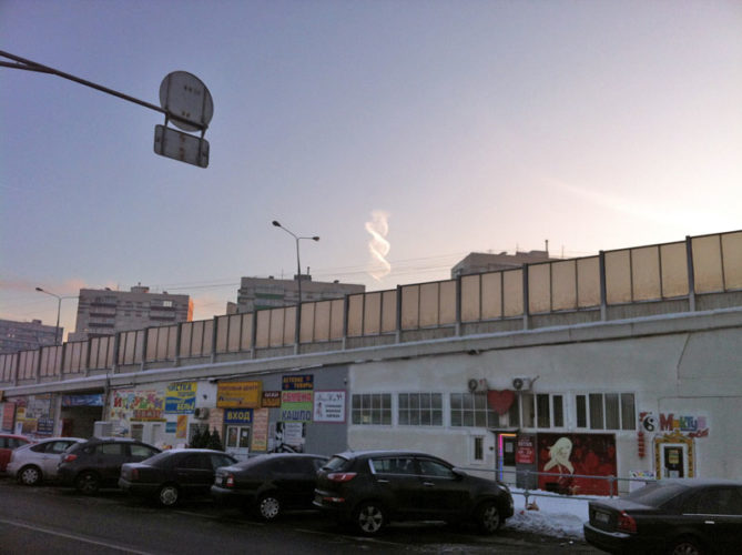DNA cloud over Moskow on December 24, 2012, helix cloud moscow russia, helix cloud, dna cloud, strange clouds, strange clouds:helix cloud moscow russia, double helix DNA cloud contrail moscow russia