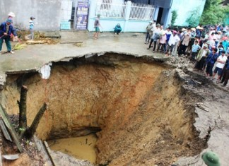 giant sinkhole vietnam october 2014, sinkhole report, sinkhole news, sinkhole formation vietnam, sinkhole formation october 2014, sinkhole vietnam october 2014, giant sinkhole forms in rural vietnam october 2014