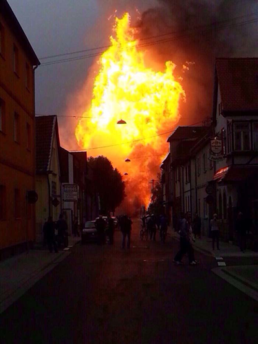ludwigshafen explosion, ludwigshafen gas explosion, ludwigshafen gas explosion photo, ludwigshafen gas explosion video, ludwigshafen gas line explosion, gas explosion ludwigshafen video, This huge fire followed the giant gas line explosion in Ludwigshafen, Germany., The gas explosion in Ludwigshafen transformed the city into hell!