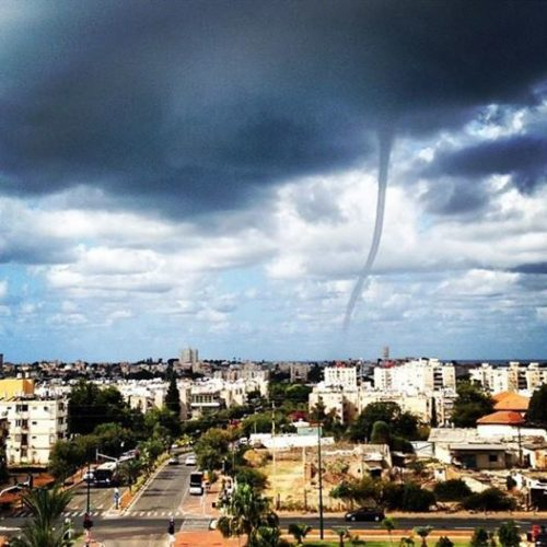 waterspout, what are waterspouts, how form waterspout, waterspout photo, waterspout video israel, waterspout video and photo november 2014, best waterspout photo 2014, waterspout tel aviv israel, Giant and beautiful waterspout swept through Zel Aviv marina on November 3, 2014, how waterspouts form, waterspout, sky phenomenon, atmospheric phenomenon, funnel, twister, tornado