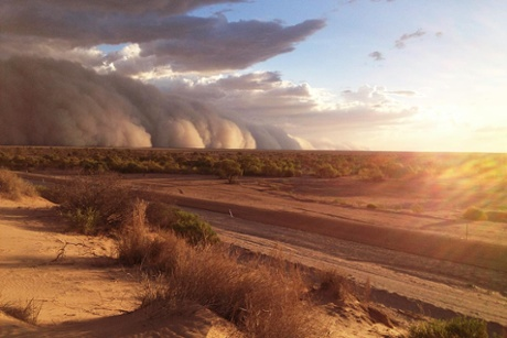 The wall of sand is stretching toward the horizon in Bedourie, Queensland, Australia on December 5 2014, Pictures of apocalyptic sand storm in bedourie queensland Dec 5 2014, dust storm, dust storm bedourie pics, sand storm bedourie queensland dec 2014, dust storm Bedourie Queensland Australia on December 5 2014, pics dust storm Bedourie Queensland Australia on December 5 2014, photo dust storm Bedourie Queensland Australia on December 5 2014, dust storm Bedourie Queensland Australia on December 5 2014dust storm Bedourie Queensland Australia on December 5 2014 pics, dust storm Bedourie Queensland Australia on December 5 2014 photos, dust storm news, dust storm dec 2014, sand storm dec 2014 australia