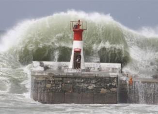 freak wave cape town dec 2014, freak wave durban dec 2014, freak wave durban, freak wave durban sa, freak wave durban sa december 2014, Wedge beach wave, freak wave kills 3 in south africa