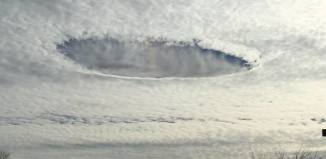 hole punch cloud iowa christmas 2014, Fallstreak hole iowa christmas 2014, strange cloud over iowa christmas 2014, strange cloud phenomenon pict: fallstreak cloud iowa, hole punch cloud iowas december 25 2014, Plenty of fallstreak holes also known as hole punch cloud appeared in the sky over Iowa on Christmas, December 25, 2014.