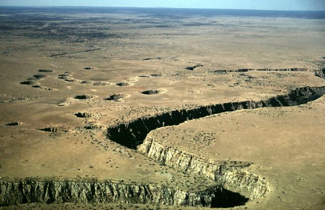 mccauley sinks arizona, mysterious mccauley sinks arizona, sinkhole arizona, crack arizona, sinkhole formation arizona, the sinks arizona, could part of arizona be swallowed by giant sinkholes, giant sinkholes winslow arizona, mysterious mccauley sinks arizona