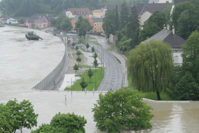 Mobile Flood Walls In Austria, Mobile Flood Walls In Austria video, Mobile Flood Walls In Austria photo, Mobile Flood Walls In Austria picture, Mobile Flood Walls In Austria 2013 flooding, Mobile Flood Walls In Austria 2013 floods, Mobile Flood Walls In Austria pics