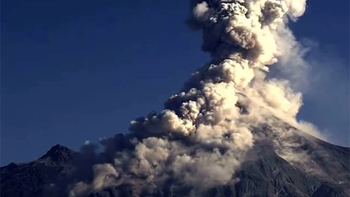explosion colima volcano  mexico, volcano explosion video, colima video explosion, colima strong explosion 2015, video colima volcano january 2015, volcano explosion video, explosive colima video 2015