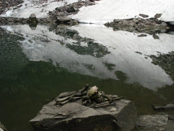 Skeleton Lake of Roopkund, roopkund lake mystery, Skulls and bones at Roopkund lake, bones and skully at roopkund lake, mysterious roopkund lake mystery, roopkund lake mystery debunked, skeleton laky mystery solved, hundreds of people killed by hail storm at roopkund lake, Roopkund, mysterious skeleton lake in Himalaya, Roopkund lake, Himalayan Skeleton Lake, skeleton lake india, The Himalayan Skeleton Lakes 1200 Year Mystery Solved, mystery of Roopkund skeleton lake, Roopkund skeleton lake video, Roopkund skeleton lake picture, The creepy Roopkund lake in India is full of skeleton floating in the waters,