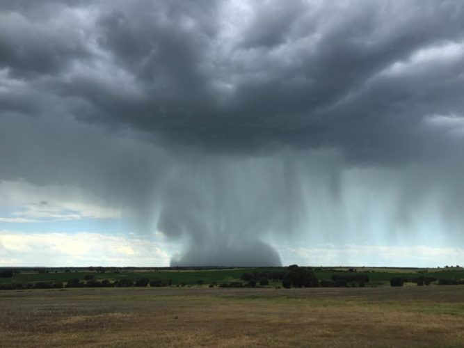 microburst, microburst picture, microburst picture queensland 2015, microburst picture australia 2015, microburst picture and video 2015, microburst photo and video, rain bomb microburst