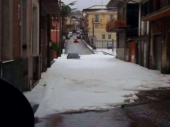 hailstorm catania january 2015, hailstomr 2015, hailstorm photos 2015, hailstorm january 2015, apocalyptic hailstorm, hailstorm italy jan 2015, haistorm january 2015 video, storm catania january 2015