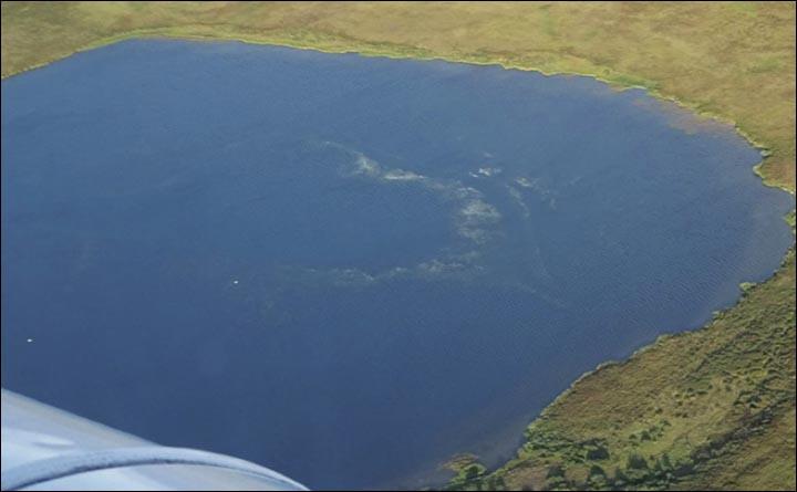 gas emission lake yamal, White haze photographed on the surface of Lake Yamal, degasasing at lake yamal, degassing yamal peninsula, yamal peninsula new craters